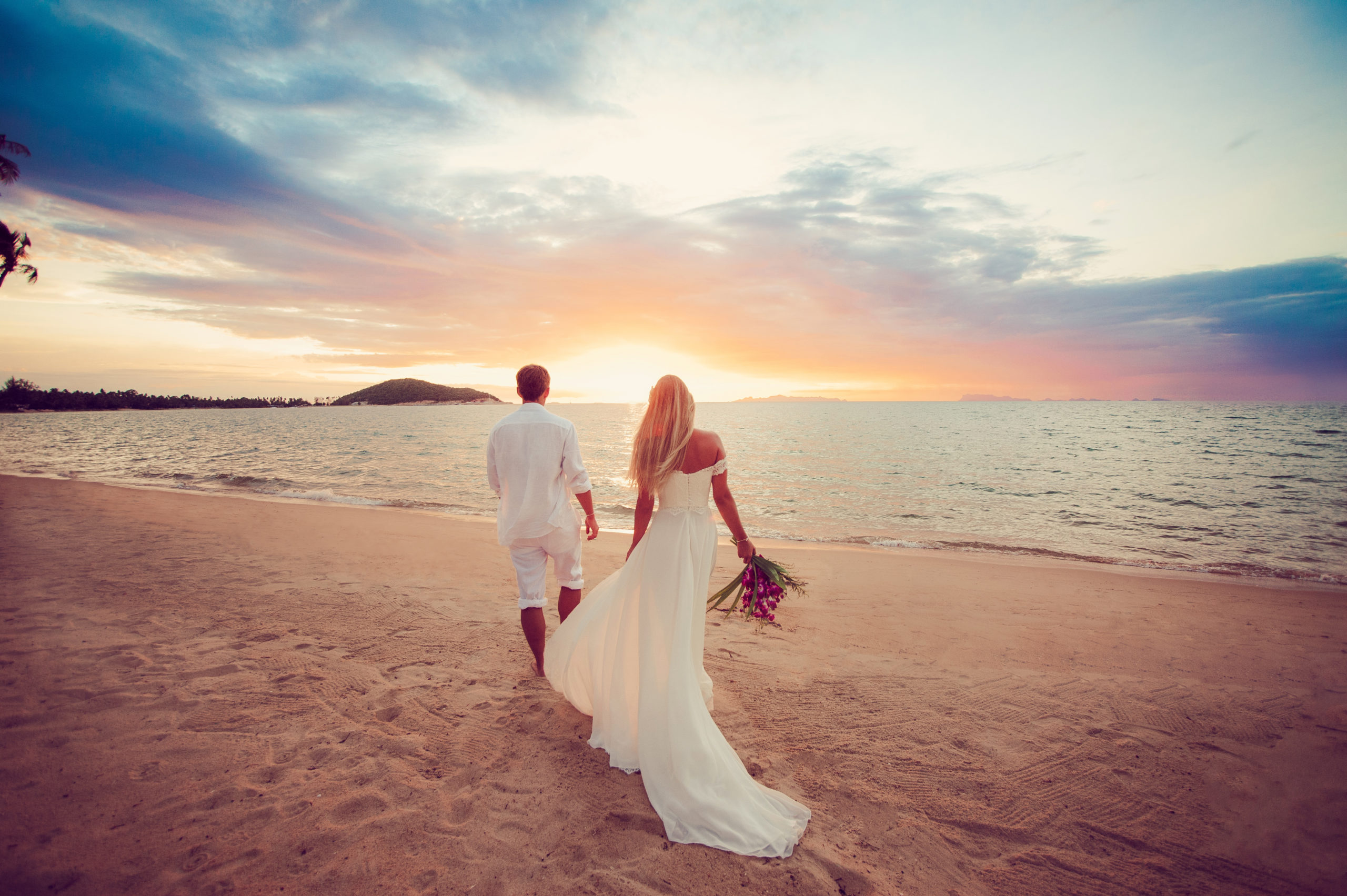 beach wedding sunset couple romantic iconic instaworthy stunning photo aesthetic